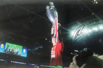 Signed Manuel Neuer Photo - Champions League Winner