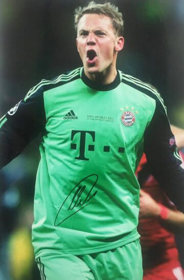 Signed Manuel Neuer Photo - FC Bayern Munich