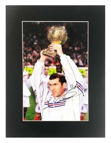 Signed Zinedine Zidane Photo